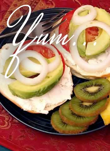 Yum, breakast bagel with kiwi fruit