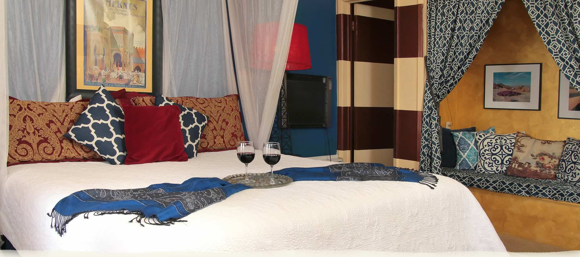 Standard King Room Bed with wine glasses